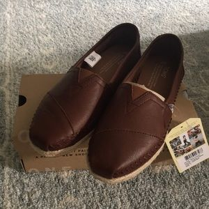 Toms Classic Leather Slip on